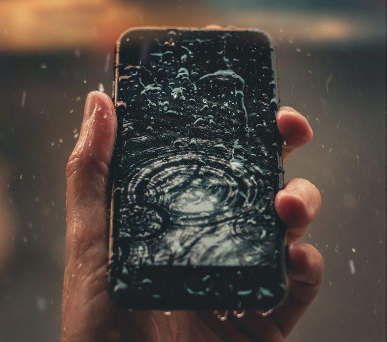 Zalany telefon odzyskiwanie danych